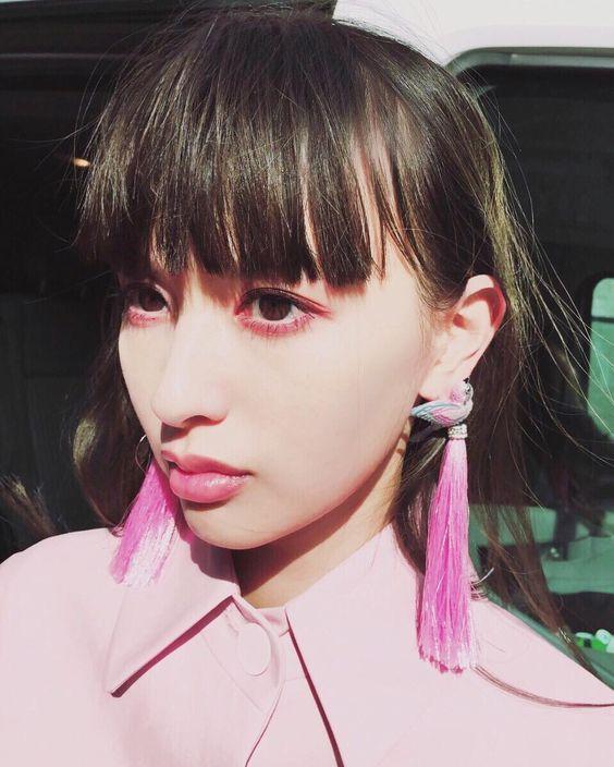 ピンクでまとめる鈴木えみ