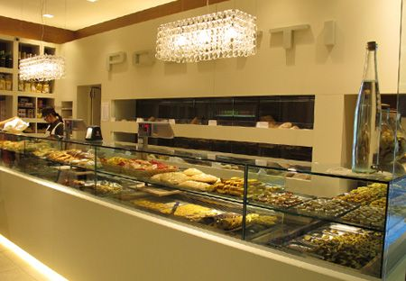 Arredamento Panetterie - Marchi Contract- What an elegant pastry shop!