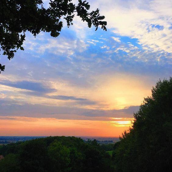 Vor zwei Tagen haben wir beim picknicken diesen wunderschönen Sonnenuntergang gesehen... nur wenig später begann es zu regnen und hat seitdem auch nicht mehr aufgehört. Und kalt und grau ist es auch geworden. Der Herbst halt. Ich mag ihn nicht!