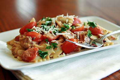 I love BLTs and I love pasta.. this sounds like a winner!! --- BLT Pasta via Let's Dish