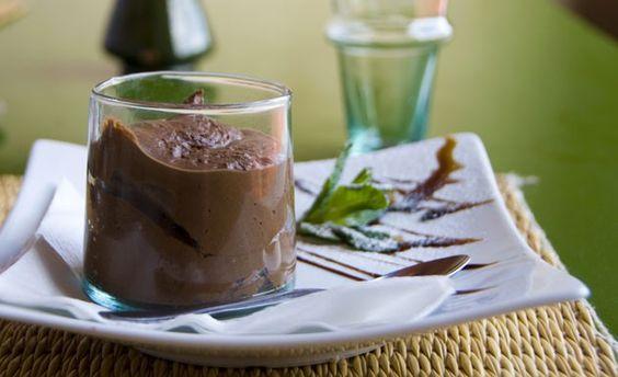 Mousse de chocolate light com abacate