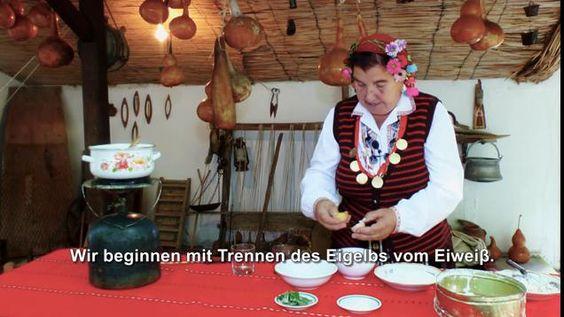 Lernen Sie, wie traditionelle bulgarische Gerichte mit Oma Radka vorzubereiten. In diesem Video zeigen sie Ihnen wie die folgenden Speisen zu kochen: