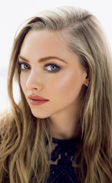 Amanda Seyfried neutral glowy makeup