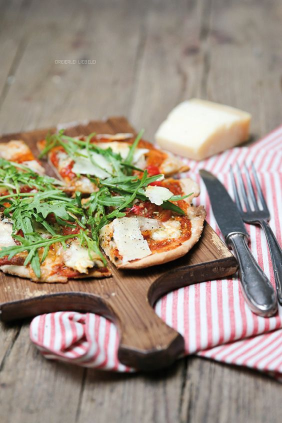 Tomatensauce aus dem Ofen und mein liebstes Pizzateigrezept