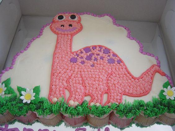 Cuteness overload. Dinosaur cupcake cake: