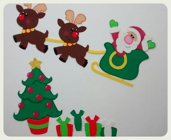 Painel de natal para decorar escolas ou qualquer outro ambiente que desejar. <br> <br>Esse painel tem um tamanho ideal para espaços com cerca de 1,10m x 1,10m. <br> <br>Medida das peças que compõem o painel: <br> <br>Árvore 35 x 54 cm <br>Presentes 12 x 15 cm <br>Papai Noel com renas 103 x 42 cm