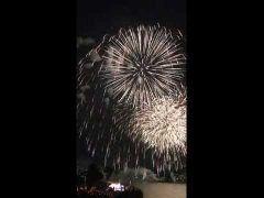 第26回Fukuoka東区花火大会今年で回目 毎年大迫力の花火を打ち上げるこの大会 今年は月日の予定でしたが台風で順延 福岡市は飛行機の影響で今年も開催できるか微妙でしたが見事本日無事開催されました 運営の皆様には毎年その情熱に頭が下がります  去年は雨で大変出したが今年は風の方向もよくきれいに見ることができましたよ そして今年も新しい花火のこだわりで光の変化を楽しむことができました  今年もそう打ち上げ数は約7700発ビデオはそのクライマックスの様子 クライマックスにはいちばん大きな花火がこれでもかと夜空一面を黄金色に染め上げました  来年もまたいこうそうしよう  公式はこっち http://ift.tt/2cEvysR tags[福岡県]