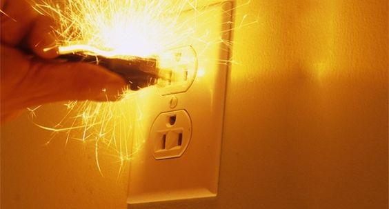 Điện giật gây nguy hiểm đến tính mạng con người, ảnh hưởng nghiêm trọng đến sức…