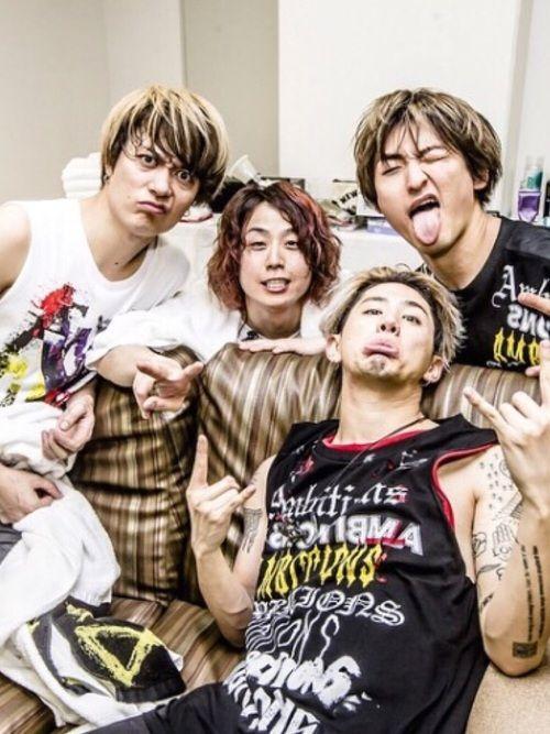 なぜ先ほど僕が昨日のコーデを投稿したかといいますと今日は友達とone Ok Rockのliveに行っ ワンオクロック 日本のロックバンド ワンオク