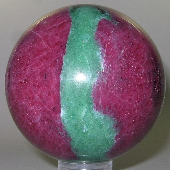 Ruby-Zoisite (polished sphere) / Tanzania