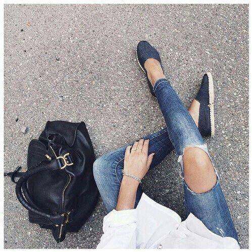 Blanca Cartera, Alpargatas Cali, Amo, Camisa Blanca, Grapas Estilo De La Moda, Estilo Y La Moda, Chica De Moda, Ropa De Moda, Trajes Inconformista
