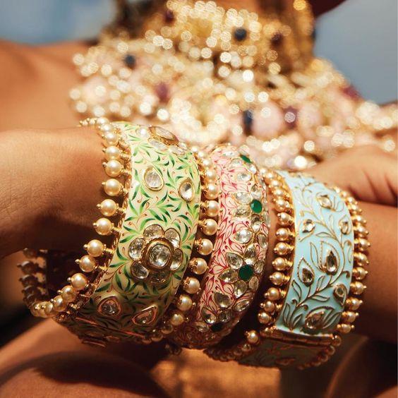 Meenakari bangles that will take our heart away in a heartbeat. #bridaljewellery #indianjewellery #kundan #jewelleryinspiration #bridaljewelry #indianweddingjewellery#bridesmaidstyle #bridesmaidselfie #bridesmaidsparty #bridetribe #bridesquad #bridesmaidsdress #bridesmaidsdresses #bridesmaidshair