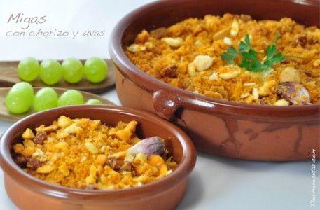Tradicionales migas con ajos y embutidos hechas con Thermomix y acompañadas con uvas verdes. En verano, probadlas en frío y como entrante, ¡gustarán a todos!.