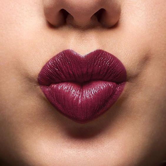 Noche como para irnos al cine o al teatro con él, no sin antes un poco de color en los labios para volvero Mad 4 color!  #labial #maquillaje