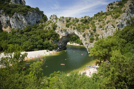 Pont d'Arc en Ardèche : 15 idées de baignades sauvages en France - Linternaute