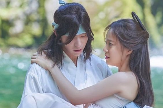 "Moon Chae Won And Yoon Hyun Min's First Encounter Gets Revealed In ""Mama Fairy And The Woodcutter"""