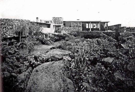 Fachada principal, Casa Cetto, calle del Agua 130, Jardines del Pedregal, México…
