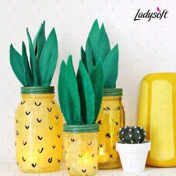 #EsteVerano Aprende a utilizar tus velas de una manera súper cool decorando un frasco como en la imagen y dejando la vela dentro.   No olvides hacer agujeros en la tapa.