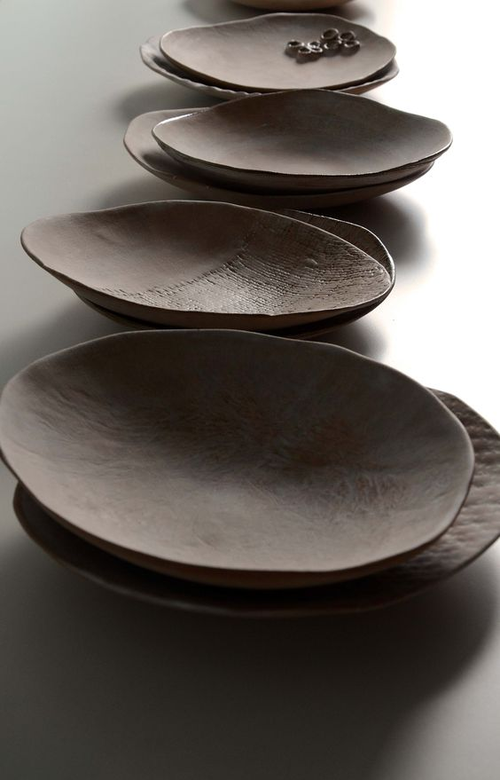 assiettes en gr s sabine pagliarulo ceramica pinterest beautiful design and wabi sabi. Black Bedroom Furniture Sets. Home Design Ideas
