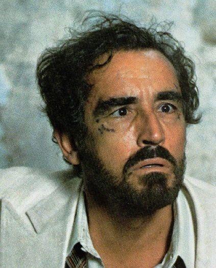VITTORIO GASSMAN Acteur et metteur en scène de théâtre de premier plan, Vittorio Gassman a également associé son nom à la comédie cinématographique italienne, se révélant en outre un réalisateur fort original.Entre Vittorio Gassman et le cinéma, les relations...