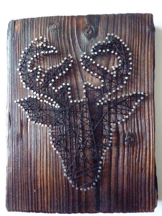 """Tableau """"Tête de cerf"""" clou et fil noir sur bois brûlé brossé"""