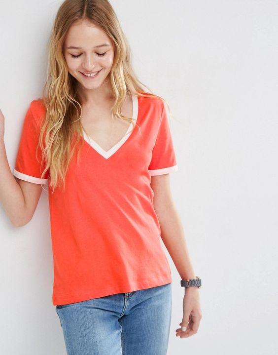 Bild 1 von ASOS – T-Shirt mit V-Ausschnitt und kontrastierenden Saumenden