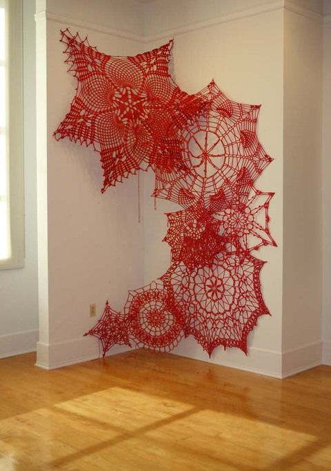 Giant crochet Ashley V. Blalock  cotton yarn Encaje en tamaño gigante por las paredes >> http://ashleyvblalock.com/keeping-up-appearances-installation-series-2011-pres-