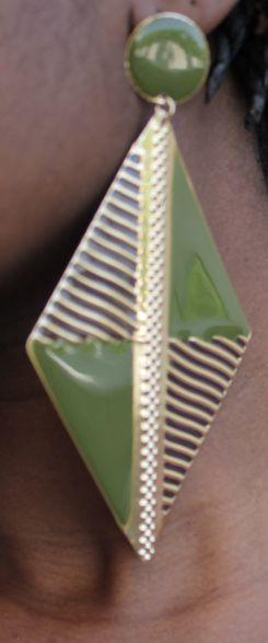 Vente boucles d'oreilles 5 euros. Contact :https://www.facebook.com/pages/Nappy-coiffure/583621498373691?ref=hl