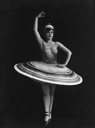 Triadisches Ballett (estrenado en Stuttgart en 1922) fue un ballet - ballet dancer resume