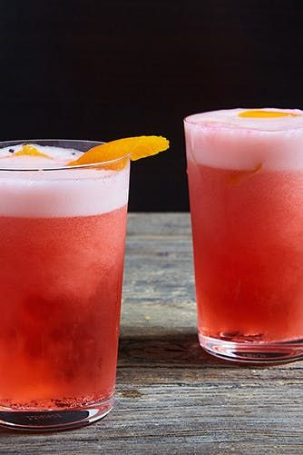 15 Cocktails to Drink During the Super Bowl (Because Beer Just Isn't Your Thing) #purewow #food #recipe #sports #drink #cocktail
