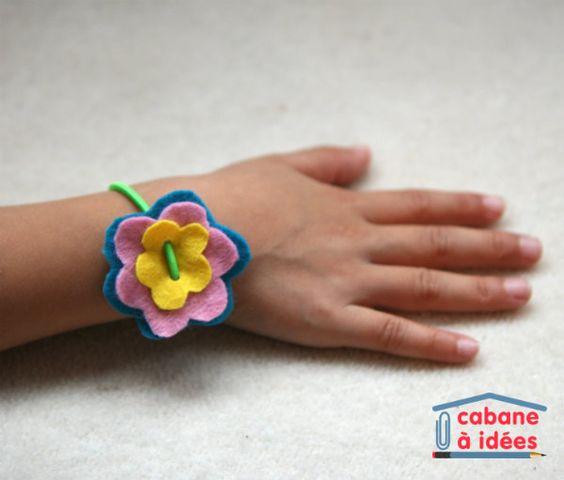 Voici le cadeau aux maîtresses que ma fille a fabriqué cette année. Elle voulait coudre de la feutrine, finalement on a fait un bracelet. Et c'était bien rapide puisque de toutes façons nous n'avions plus beaucoup de temps (on s'y est pris la veille !!!) Ma fille était ravie, les maîtresses aussi, ouf ! C'est également un cadeau que l'on peut faire aux mamans pour la fête des mères. Matériel nécessaire pour fabriquer un bracelet de fleurs en feutrine Il vous ...: