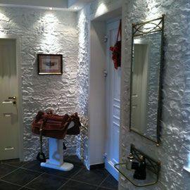 Nachher: Wandverkleidung im Flur mit TotalStone-Steinpaneel Trockenstein Sonderton weiß