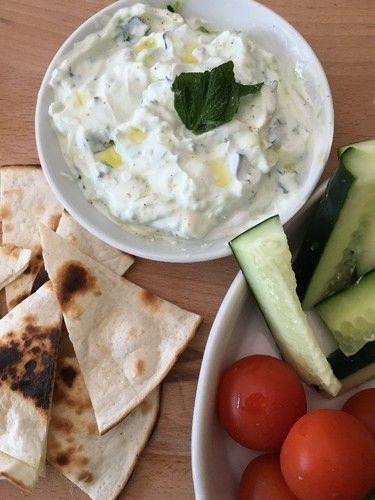 Tzatziki é molho típico da Grécia, feito a base de iogurte e pepino, que normalmente é utilizado como entrada. É ideal para se fazer no verão ou em dias quentes pois é um molho leve e refrescante, que pode ser servido como um paté para barrar no pão ou c...