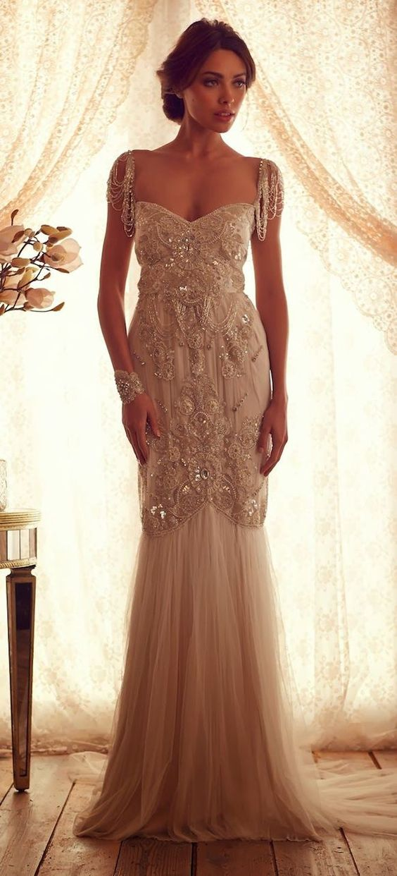Great gatsby glamour the roaring 20s are back wedding for Roaring 20s wedding dress