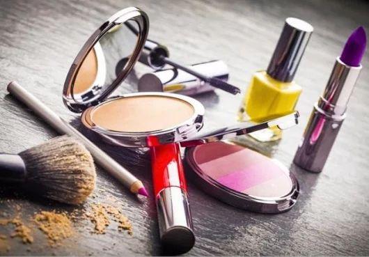 Mantén tus cosméticos en óptimas condiciones y descubre cuándo debes cambiarlos