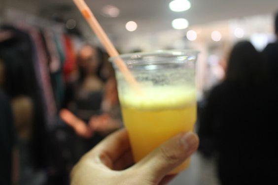 Um brinde, primeira foto (: