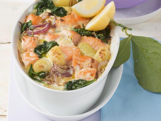 Lachs und Spinat gehören einfach zusammen.Lachs-Spinat-Gratin - smarter - Kalorien: 524 Kcal - Zeit: 30 Min.   eatsmarter.de