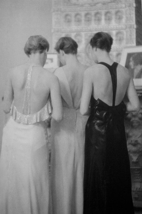 Marianne Breslauer :: Models at Joe Strasser, Berlin, 1932
