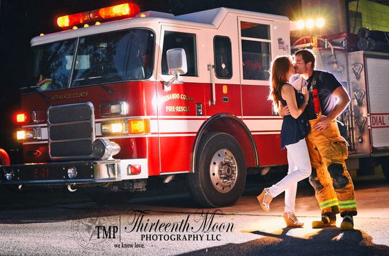 Love this engagement photo session!