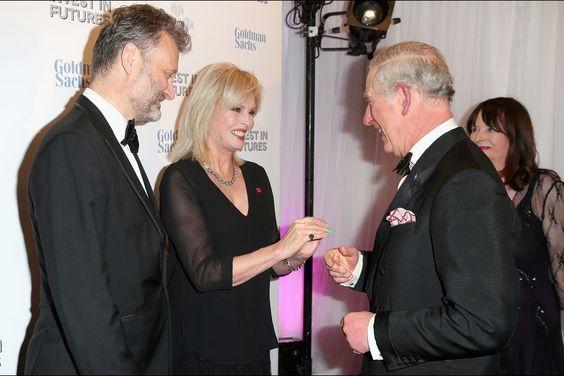 Le prince Charles avec Joanna Lumley et Hugh Dennis à Londres, le 4 février 2016
