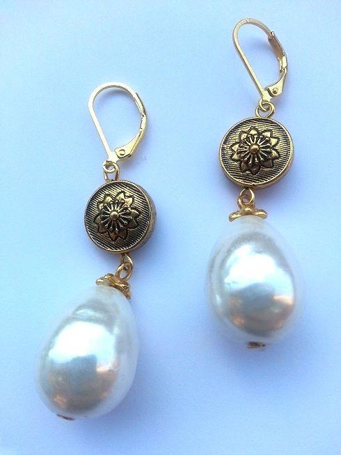 Handmade earrings made with white pearls & golden elements - Orecchini con perle barocche e elemento dorato - http://www.alittlemarket.it/orecchini/it_orecchini_antique_pearls_con_perle_barocche_e_elemento_dorato_-10104375.html