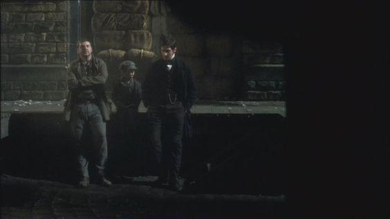 Mr.Thornton achava que Higgins estava fomentando outra greve, mas esse apenas ficou p/continuar o trabalho.Eles conversam pela primeira vez e Thornton fica sabendo das necessidades de seus funcionários