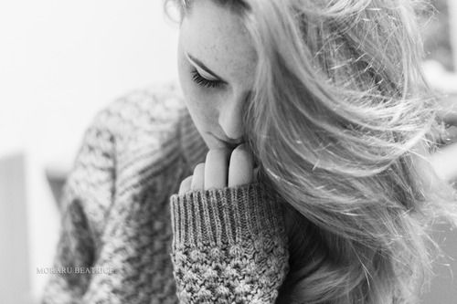 black and white photo, portrait, fall style, from www.vibexblog.tumblr.com