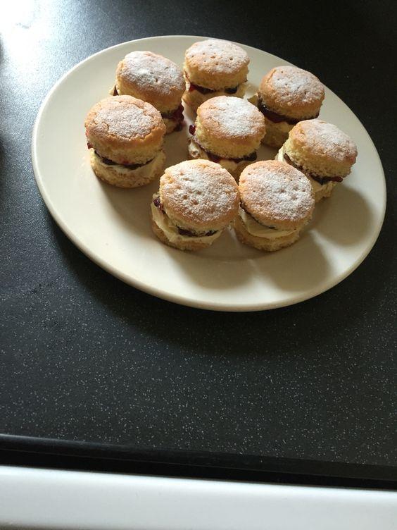 Mini scones. How do you say it???