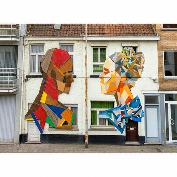 Portas velhas que costumam ser jogadas no lixo em obras e reformas viram obras de arte na Bélgica. Quem assina as criações é o artista Stefaan De Croock. Veja mais em casaejardim.com.br #recicle #cool #nice #amazing #arte #acaradecasaejardim by casaejardim