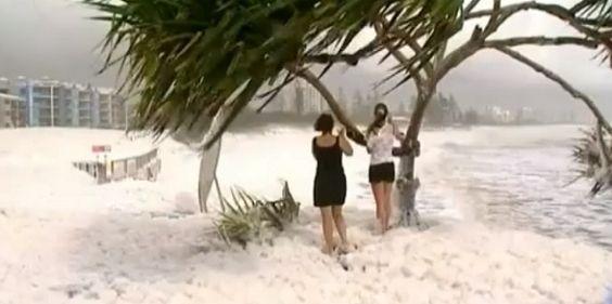 Spectaculaire-maree-ville-australie-ecume-mousse-vent-5