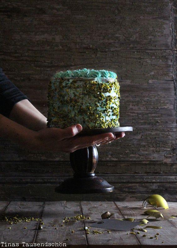 PinEin grandioser Start in den Advent! Sweet Table mit einem Pistazientörtchen!