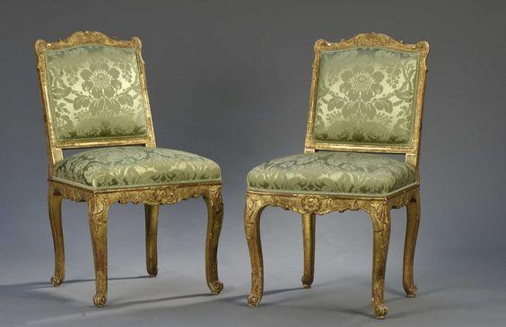 Paire de chaises à dossier plat, début de l'époque Louis XV   Vendu 4000€ le 22 avril 2016 I Daguerre