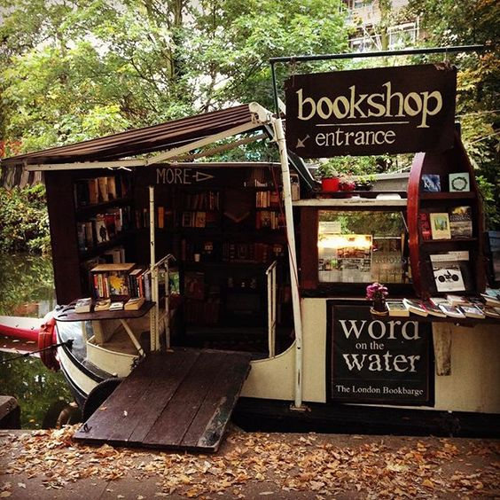 Cutest bookshop I've seen this year  #bookshop #bookstore #canal #boat #boatshop #regentscanal