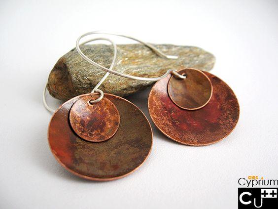 Orecchini di rame con patina rossa e marrone di aes Cyprium - gioielli di rame fatti a mano su DaWanda.com